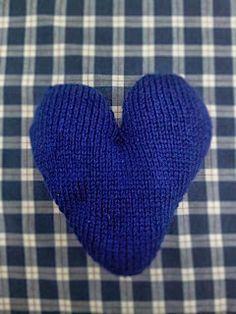 Corazón tejido a dos agujas #diy #lana #wool #knitting #tejer #tricotar #heart #corazón #laboresenlaluna