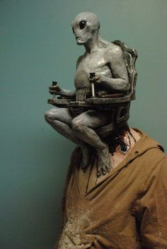 This mask wins hands-down against any other Halloween mask out there in the market. Read more Ditch Your Head This Halloween: Alien Mind Control Halloween Mask Costumes Alien, Cool Costumes, Aliens, Makeup Fx, Masque Halloween, Halloween Makeup, Halloween Party, Grey Alien, Arte Horror