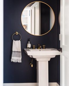 bedroom paint colors ideas Benjamin Moore Hale Navy Paint Color Ideas - Interiors By Color Powder Room Paint, Blue Powder Rooms, Powder Room Wallpaper, Bold Wallpaper, Modern Wallpaper, Wallpaper Ideas, Small Bathroom Paint, Bathroom Paint Colors, Bathroom Red