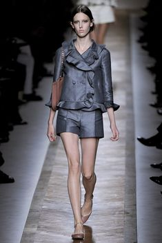 Valentino Spring 2011 Ready-to-Wear Fashion Show - Ruby Aldridge