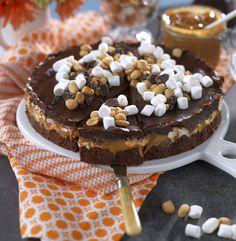 Chokladkaka med kola, marshmallows och jordnötter No Bake Snacks, No Bake Desserts, Delicious Desserts, Baking Recipes, Cake Recipes, Dessert Recipes, Grandma Cookies, Christmas Snacks, Dessert Drinks