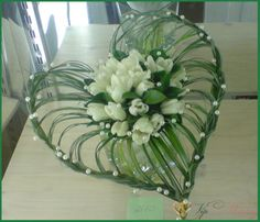 Lecture d& message - mail Orange - Deco Floral, Arte Floral, Floral Design, Church Flower Arrangements, Floral Arrangements, Fresh Flowers, Pretty Flowers, Beautiful Red Roses, Bridal Flowers
