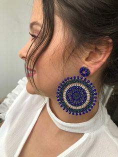 Indian Jewelry Earrings, Indian Jewelry Sets, Fancy Jewellery, Blue Earrings, Beaded Earrings, Beaded Bracelets, Handmade Wire Jewelry, Beaded Jewelry Designs, Bead Earrings