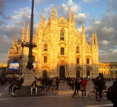 Milano piazza Duomo #milano#milan#duomo#piazzaduomo#duomomilano#milancathedral#cathedral#visitmilano#vivomilano# by alessandro.sardo