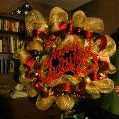 The Decor Mesh Christmas Wreath i made.