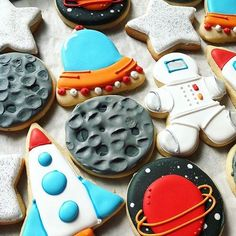 These cookies are just out of this world  @bluesugarcookieco #cookiecutterkingdom