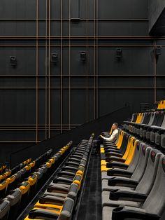 百老汇电路-上海L +购物中心的电影宫(PULSE ON)-一加合作伙伴 Home Theater Room Design, Home Theater Rooms, Theatre Design, Lobby Interior, Interior Design, Cinema Architecture, Auditorium Design, Virtual Studio, Cinema Theatre