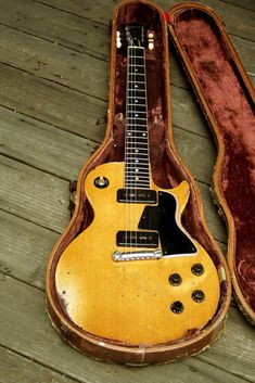 VARIAX SPECIAL Position 3: Bridge+Neck, Position 5: Neck (1955 Gibson® Les Paul® Special) Notable Players: Larry Carlton, Jimi Hendrix, John Lennon, Bob Marley