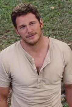 Chris Pratt Gets Funny In First 'Jurassic World' Clip