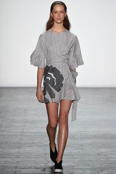 Vivienne Tam Spring 2016 Ready-to-Wear Fashion Show - shape.