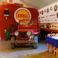 Canyon Roadhouse even has an international truck as their reception desk. Come have a look at this accommodation's extraordinary decor.  #TravelGround #somethingelse #garage #vintage #ideas