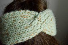 headband hairstyles Tricot Le headband torsade My Name Is Georges Headband Laine, Diy Headband, Headbands, Free Knitting, Baby Knitting, Free Crochet, Knit Crochet, Hairstyle Names, Headband Hairstyles