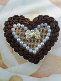 ТОПИАРИИ СВОИМИ РУКАМИ Il giorno per giorno tra San Valen. Coffee Bean Decor, Coffee Bean Art, Coffee Crafts, Recycled Crafts, Handmade Crafts, Crafts To Make, Crafts For Kids, Fine Motor Activities For Kids, Bone Crafts