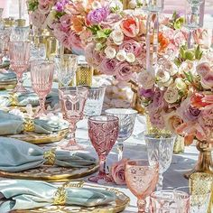 spring wedding Colorful Glassware - The P - wedding Beautiful Table Settings, Strictly Weddings, Decoration Table, Flowers Decoration, Place Settings, Pink Table Settings, Dinner Table, Wedding Table, Wedding Reception