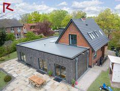 Modern Roof Design, Modern Exterior House Designs, Modern Architecture Design, Bungalow Extensions, Garden Room Extensions, House Extensions, Modern House Floor Plans, Best House Plans, Home Structure