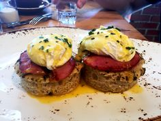 Hungry for some brunch then go no further and try Uova in Camicia Eggs Benedict (4/5 NOMs) at Lupo Verde a modern take on Italian food on U Street DC. One dish that includes everything we love about brunch and eggs...