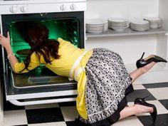 Δείτε πως μπορούμε να καθαρίσουμε το φούρνο μας χωρίς χημικά μέσα σε 20 μόλις λεπτά!