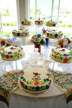 Quinceanera Party Planning – 5 Secrets For Having The Best Mexican Birthday Party Mexican Birthday Parties, Mexican Fiesta Party, Fiesta Theme Party, Party Themes, Beautiful Cakes, Amazing Cakes, Mexican Themed Weddings, Mexican Wedding Traditions, Quinceanera Cakes