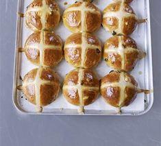 Hot cross buns Cross Buns Recipe, Bun Recipe, Bagel Recipe, Paul Hollywood Hot Cross Buns, Muffins, Master Baker, Bbc Good Food Recipes, Bread Recipes, Paleo Recipes