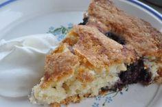 Har du brombær, kan du hurtigt trylle en lækker fedtfattig brombærtærte. Sprød på toppen og blød krumme. Min yndlings! Alle slags bær ell. frugt kan bruges.