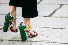 Street style à la Fashion Week printemps-été 2017 de Milan http://ladieshighheelshoes.blogspot.com/2016/01/fall-winter-2015-2016-shoe-trends-from.html