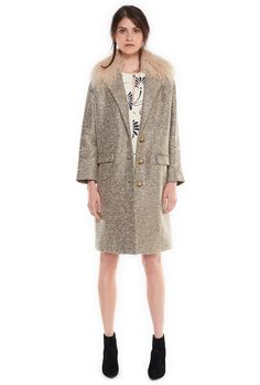 Mazanfur coat > This Italian crafted coat in cotton and wool-blend is available in a warm burgundy or khaki shades. It has a metallic finish that makes it stand out from the rest. A great length and an option of removing the collar for a more subtle look.