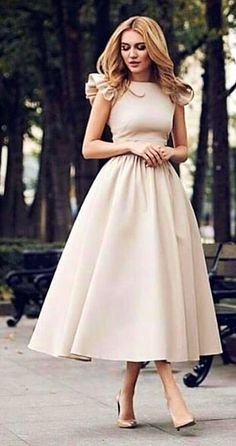 Magical Spring Outfits To Try Now - woman wears beige short-sleeved midi dress. Pic by Source by just_marvellous. Elegant Dresses, Pretty Dresses, Vintage Dresses, Beautiful Dresses, Casual Dresses, Formal Dresses, Beige Dresses, Classy Dress, Classy Outfits
