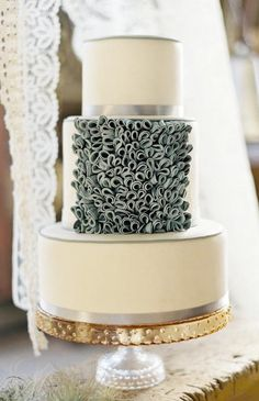 Absolutely incredible cake design by Erica Obrien. LOVE the textural treatment on the center layer.