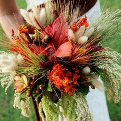 Here you are currently watching here the amazing result of your Cool DIY Wedding Flowers Ideas. I hope you will be like these Cool DIY Wedding Flowers Ideas Fall Wedding Bouquets, Diy Wedding Flowers, Bride Bouquets, Wedding Ideas, Boquet, Wedding Pins, Rustic Wedding, Wedding Cakes, Calla