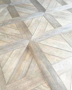 oak flooring Gorgeous white oak floor options in this showroom. Wood Parquet, Timber Flooring, Parquet Flooring, Hardwood Floors, Wood Floor Pattern, Floor Patterns, Floor Design, Tile Design, Doors And Floors