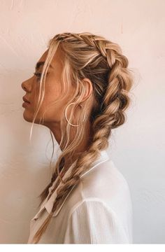 How To Tame Your Post-Workout Hair Situation (Without Showering) Effortless hairstyles that you can rock anywhere and any time! Here are some of our favorite easy hairstyles for you to try now! Messy French Braids, Messy Braids, Dutch Braids, French Braiding Hair, Pig Tail French Braids, Short Hair Braids Easy, Medium Length Hair Braids, Braids For Thin Hair, Double Dutch Braid