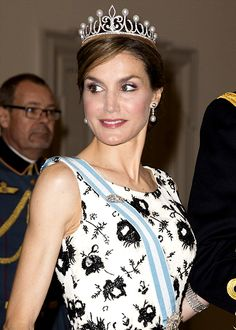 H.R.H. Princess Letizia of Asturias, née Otiz y Rocasolano debuted her Fleur-de-lis tiara made by Ansorena at a gala dinner in celebration of Queen Margrethe's 75th. birthday (2015.04.15).