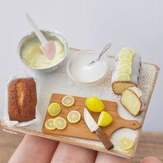 レモンパウンドケーキのベイキングシーン Lemon pound cake baking scene. アイシングこぼしてたり、レモンまな板から落っこちてたり…