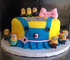 #girly_minion cake