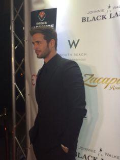 ¡Que guapo William Levy en la fiesta de Venue Magazine! #Addicted www.toptrendingmag.com