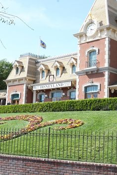 Wondering where to eat on your next trip to Disneyland, CA? Full review and photographs of Disneyland and California Adventure restaurants!