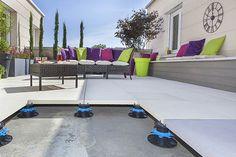 calcul plot terrasse dalle Patio Flooring, Flooring Ideas, Hongkong, Rooftop Deck, Outdoor Furniture Sets, Outdoor Decor, Terrazzo, Sun Lounger, Garage Doors