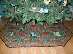 Shanda's Christmas Tree Skirt - via @Craftsy