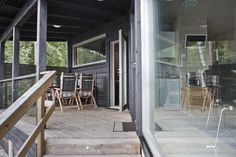 moderni huvila ja saunatupa Deck, Windows, Outdoor Decor, Home Decor, Decoration Home, Room Decor, Front Porches, Home Interior Design, Decks