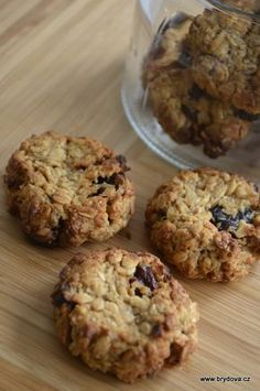 Rychlé a chutné sušenky, které si můžete vychutnávat s celkem čistým svědomím… Budete potřebovat: 2 hrnky vloček, 1/2 hrnku třtinového cukru, 2 vrchovaté lžíce arašídového másla, 2 lžíče kokosového másla/oleje,... Celý článek Dairy Free Recipes, Low Carb Recipes, Healthy Recipes, Sweet Desserts, Sweet Recipes, Sweet Cookies, Muesli, Healthy Snacks, Deserts