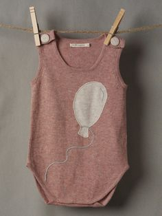 Luxurious Organic Infant and Baby Clothing: onesies : Balloon Onesie Fashion Kids, Little Fashion, Fashion Clothes, Baby Kind, Kid Styles, Cool Baby Stuff, Kind Mode, Baby Wearing, Kids Wear
