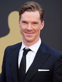 Benedict Cumberbatch was in boston on Saturday. He are lunch at FANEUL hall. Right next to park street. AHHHHH