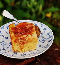 Этот на первый взгляд в общем-то очень обычный пирог – совсем непростой пирог, тут есть небольшой секрет или назовем лучше секрет маленькой хитростью. Именно…