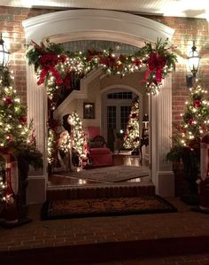 Beautiful Outdoor Christmas Decorations Outdoor Christmas decorations are a beautiful way to 'up' your Christmas decorating game. Christmas wreaths, planters and garland are go-to Christmas decor for Christmas doorscapes. In this post you'll see plenty of Christmas Decor Diy Cheap, Front Door Christmas Decorations, Elegant Christmas Decor, Christmas Front Doors, Decorating With Christmas Lights, Christmas Porch, Noel Christmas, Christmas Wreaths, Christmas Ideas