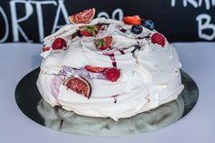 pavlova1 Pavlova, Cake, Food, Kuchen, Essen, Meals, Torte, Cookies, Yemek
