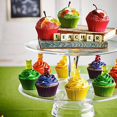 Anti-Gravity Pouring Cake Kit makes the seemingly impossible possible. Great for themed party centrepieces or celebration bakes. Turn your cake into a showstopper. Bear Cupcakes, Mini Cupcakes, Cupcake Cakes, Gummy Bear Cakes, Gummy Bears, Bear Halloween, Easy Halloween Food, Cake Kit, Gel Food Coloring