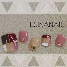 秋カラーのブロッキングネイルがキレイめでお洒落✨ ネイルデザインを探すならネイル数No.1のネイルブック So Nails, Pretty Toe Nails, Feet Nails, Glam Nails, Pedicure Designs, Pedicure Nail Art, Toe Nail Designs, Toe Nail Art, Romantic Nails