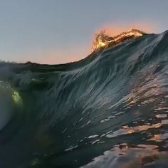 These are some awesome waves 🔥 No Wave, Waves Photography, Nature Photography, Photography Aesthetic, Scenic Photography, Night Photography, Landscape Photography, Ocean Video, Ocean Gif