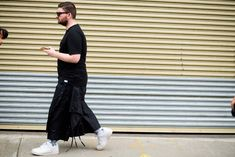 What New York's Best-Dressed Men Are Wearing to Fashion Week Best Dressed Man, Esquire, Spring Summer 2018, Nice Dresses, Harem Pants, New York, Street Style, Mens Fashion, My Style