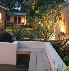 Have you ever heard about a Sunken garden? If you are familiar with an English garden style then you might now what it is. The Sunken garden is a formal, traditional English-style garden which is a… Modern Landscape Design, Modern Landscaping, Outdoor Landscaping, Landscaping Ideas, Back Gardens, Small Gardens, Outdoor Gardens, Diy Garden, Garden Beds